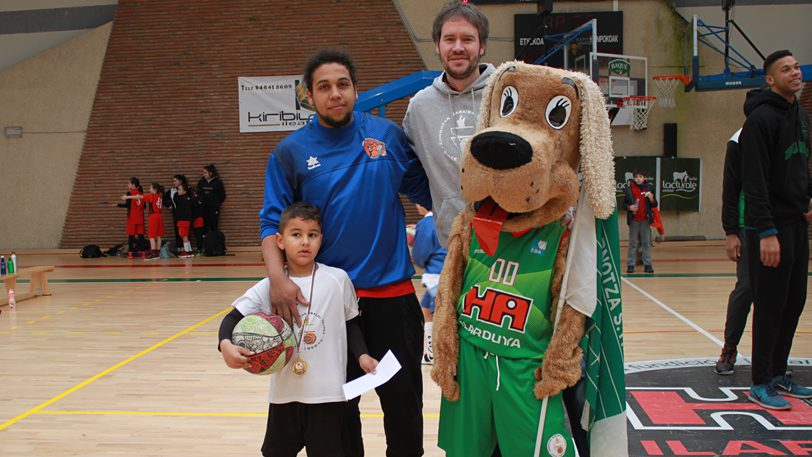 Mucho baloncesto y diversión en la Zornotzako Topaketa